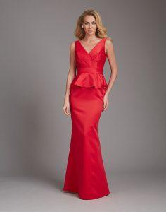Raudona suknelė iki žemės
