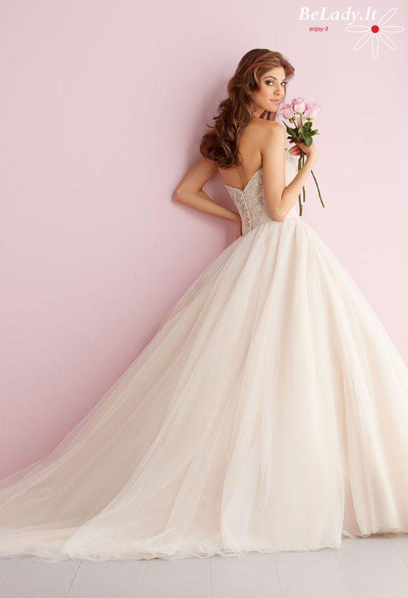 Pūsta vestuvinė suknelė atvirais pečiais 21_2710B