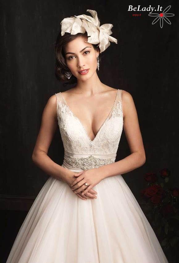 Pūsta vestuvinė suknelė su dirželiu 27_9067B