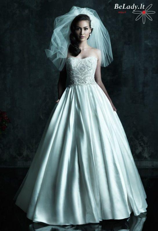 Pūsta vestuvinė suknelė su kristalais
