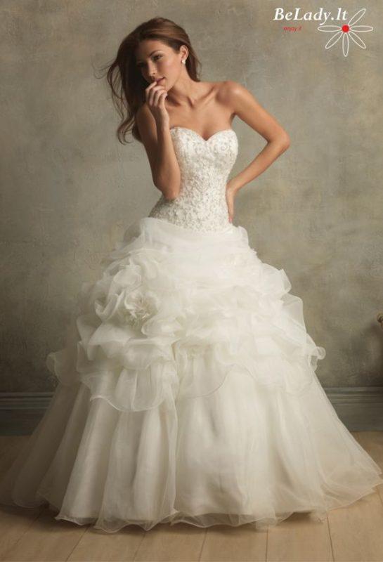Vestuvinė suknelė atvirais pečiais C164