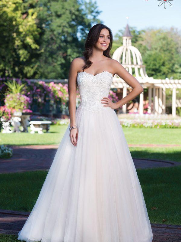 Vestuvinė suknelė atvirais pečiais 3919