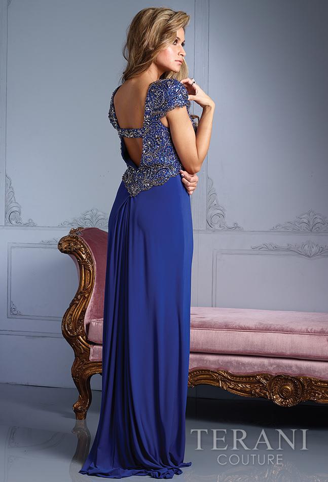 Mėlyna proginė suknelė gilia V formos iškirpte