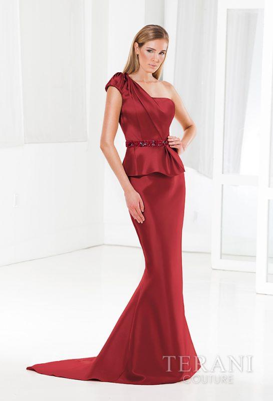 Proginė suknelė vyno spalvos per vieną petį