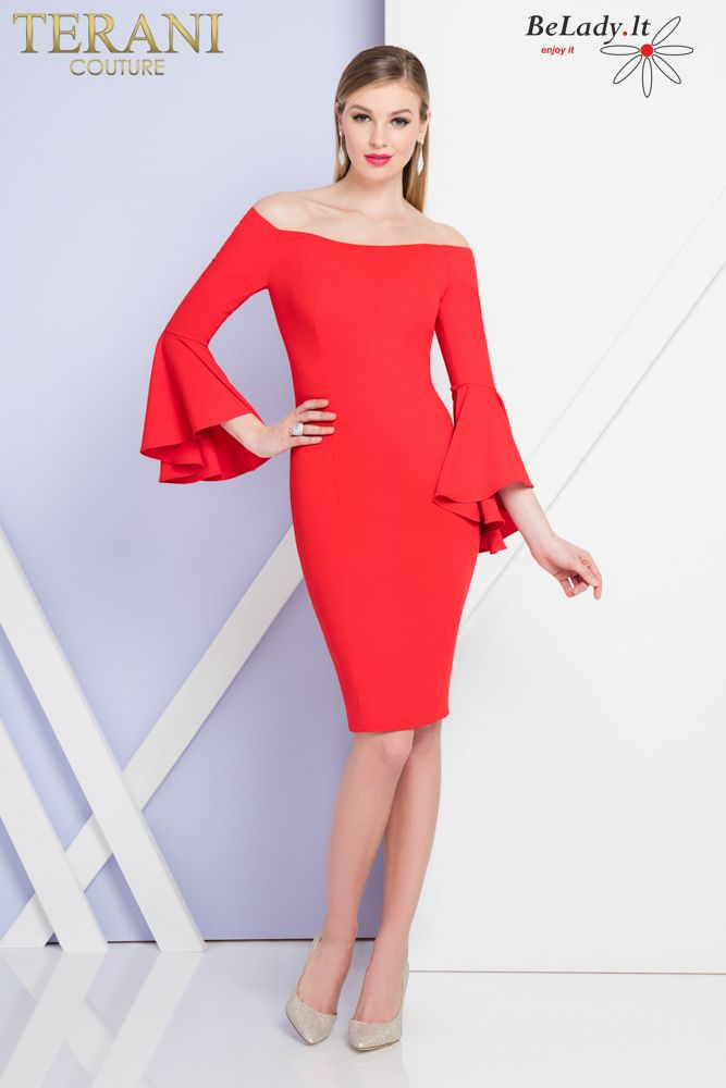 Raudona kokteilinė suknelė plačiomis rankovėmis