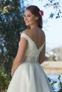 Vestuvinė suknelė atvirais pečiais 6189