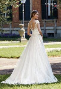 2020 metų vestuvinė suknelė didelio dydžio