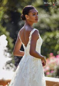 2020 metų vestuvinė suknelė V formos iškirpte