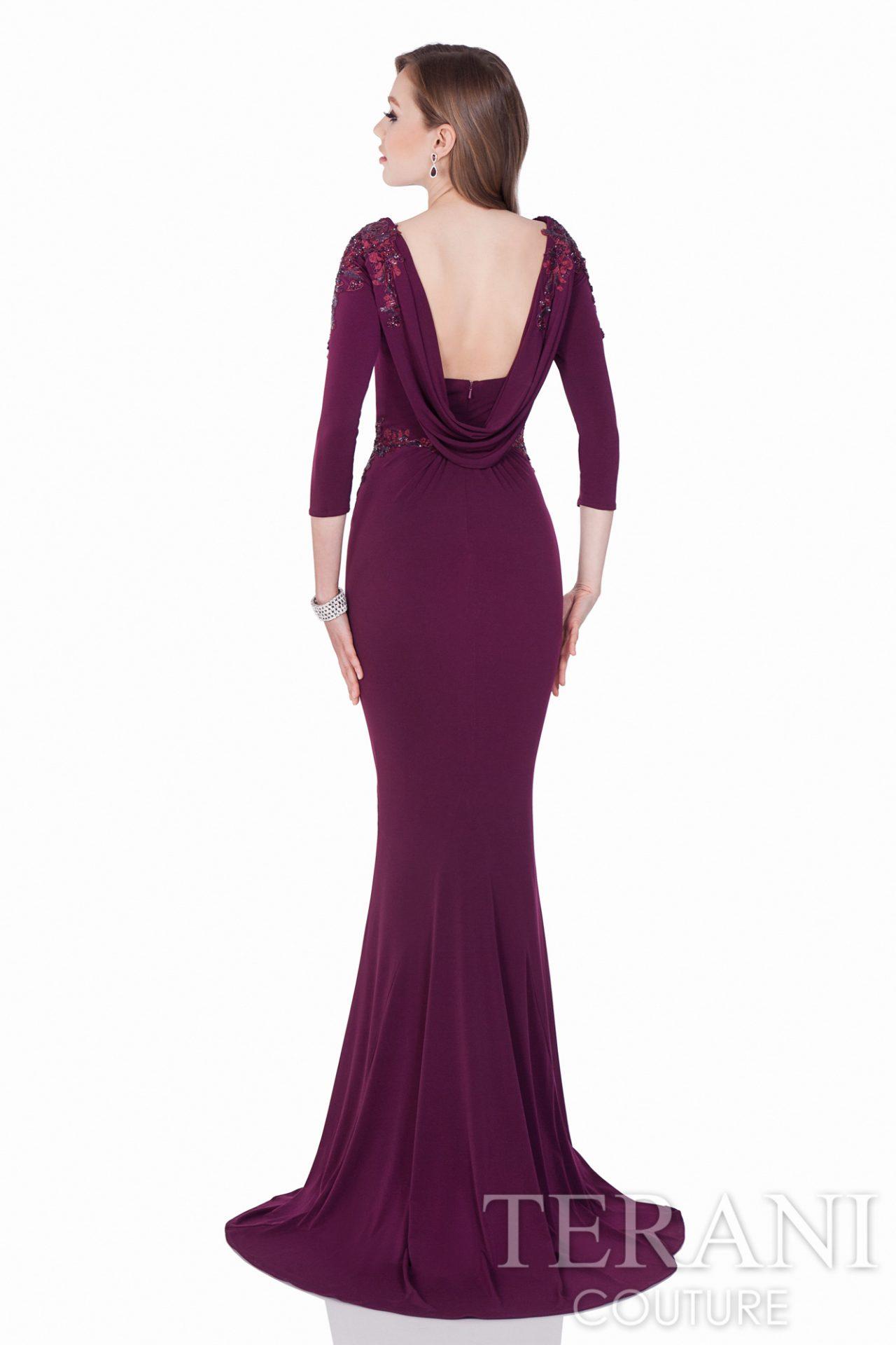 Vyno spalvos proginė suknelė 3/4 rankovėmis