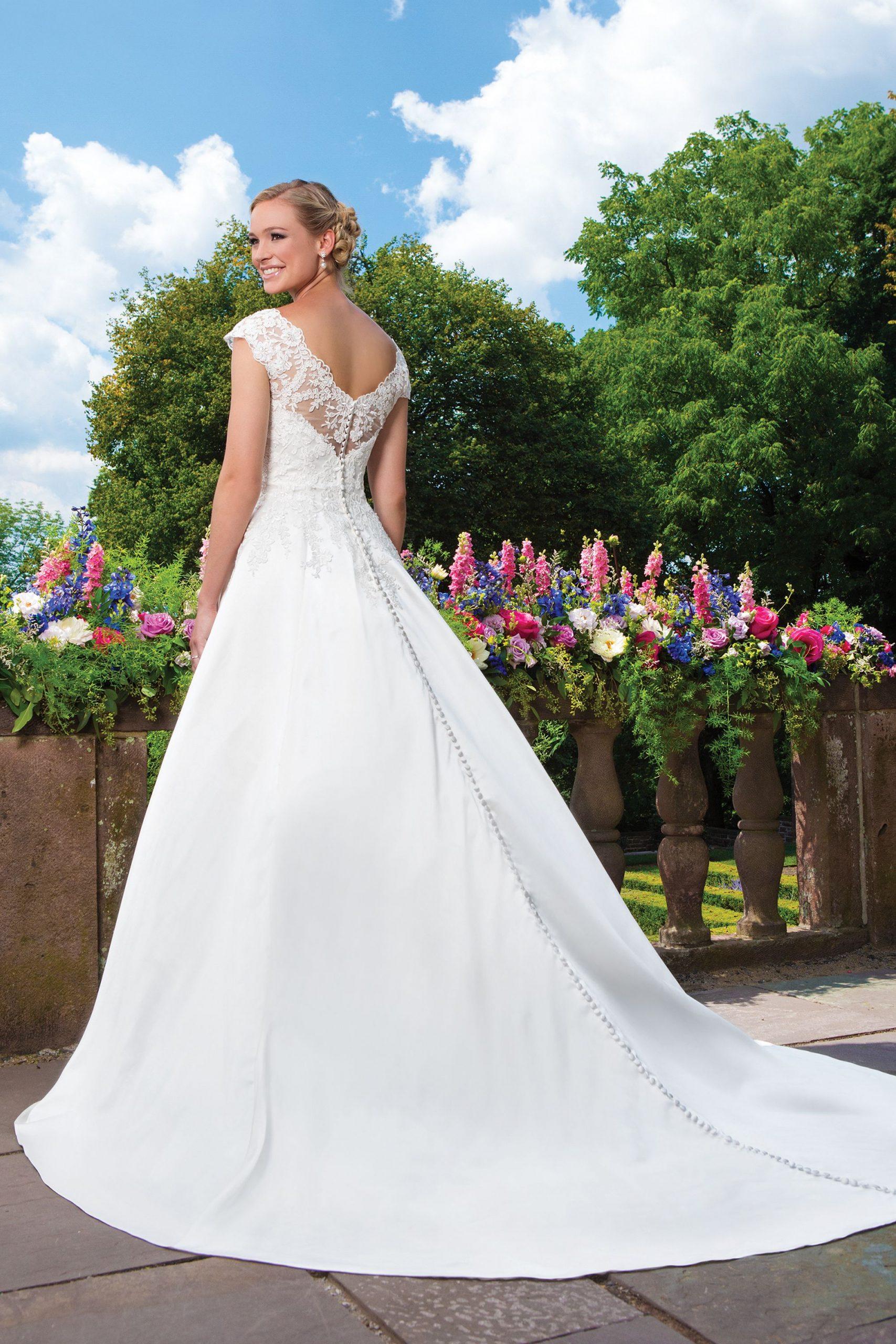 Vestuviniu sukneliu salonas