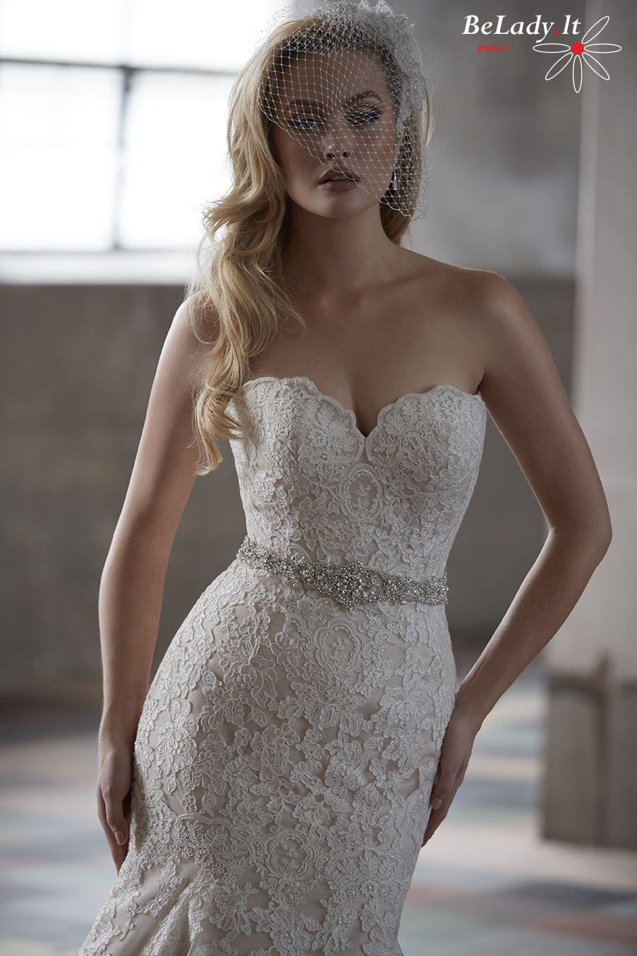 Undinėlės formos vestuvinė suknelė