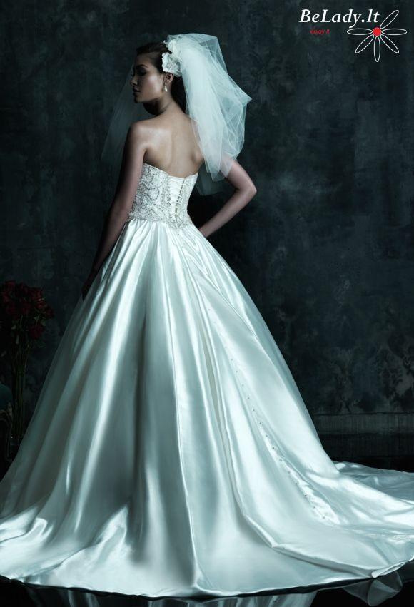 Vestuvine suknele ispardavimassu kristalais