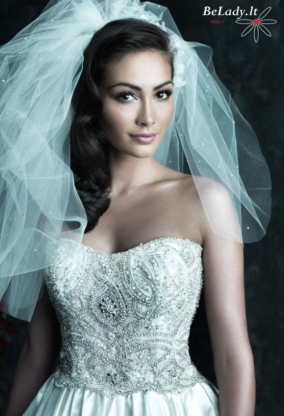 Vestuvine suknele ispardavimas kristalais