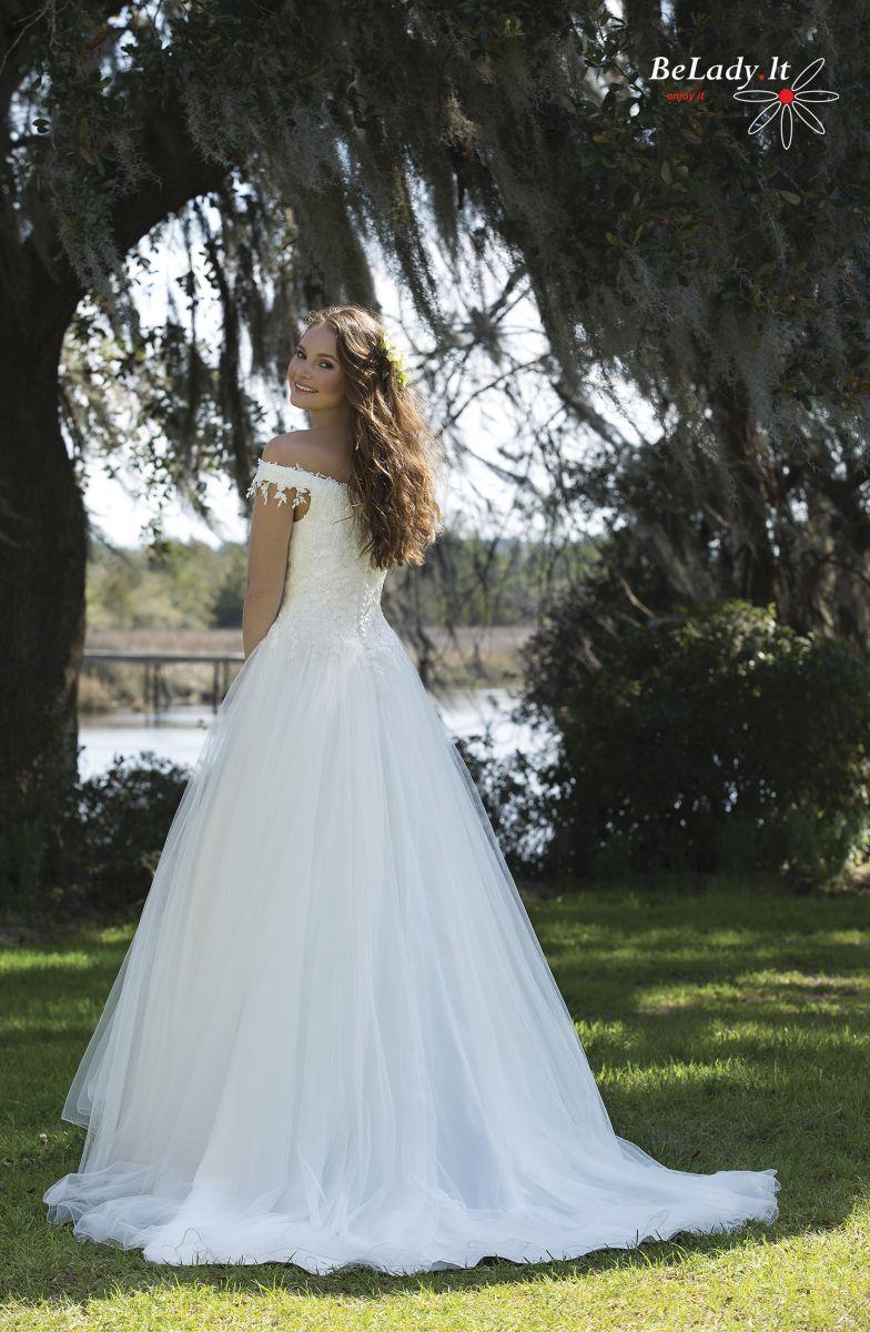 Tiulinė vestuvinė suknelė nuleistais pečiais