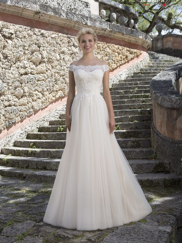 Vestuvinė suknelė nuleistais pečiais