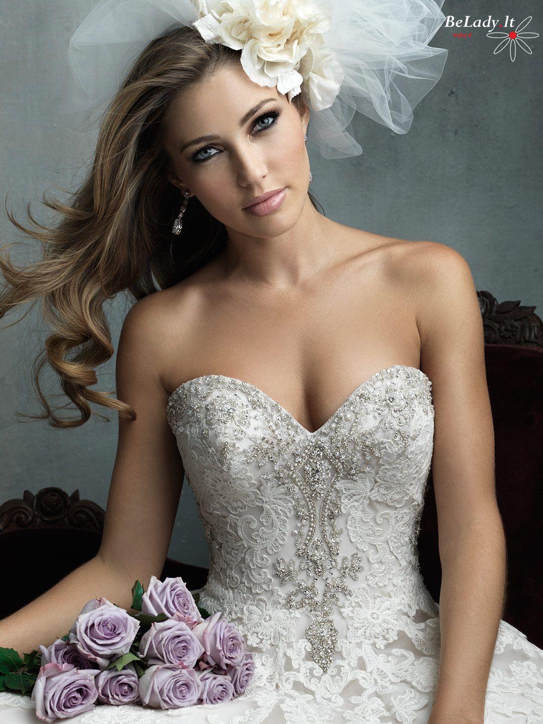 Prabangi vestuvinė suknelė Vilniuje