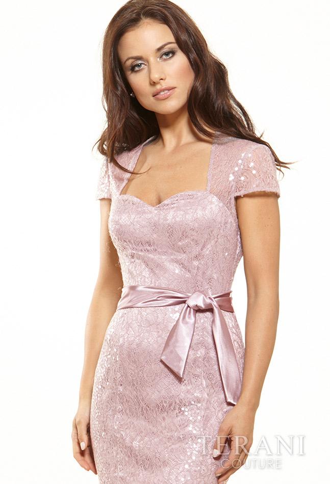 Švelni rožinė proginė suknelė trumpomis rankovėmis