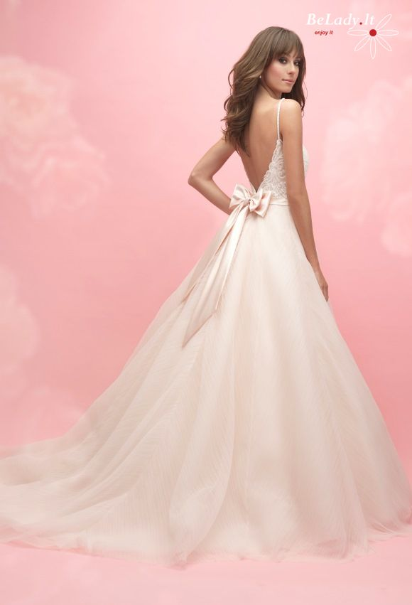 Vestuvinė suknelė su kaspinu
