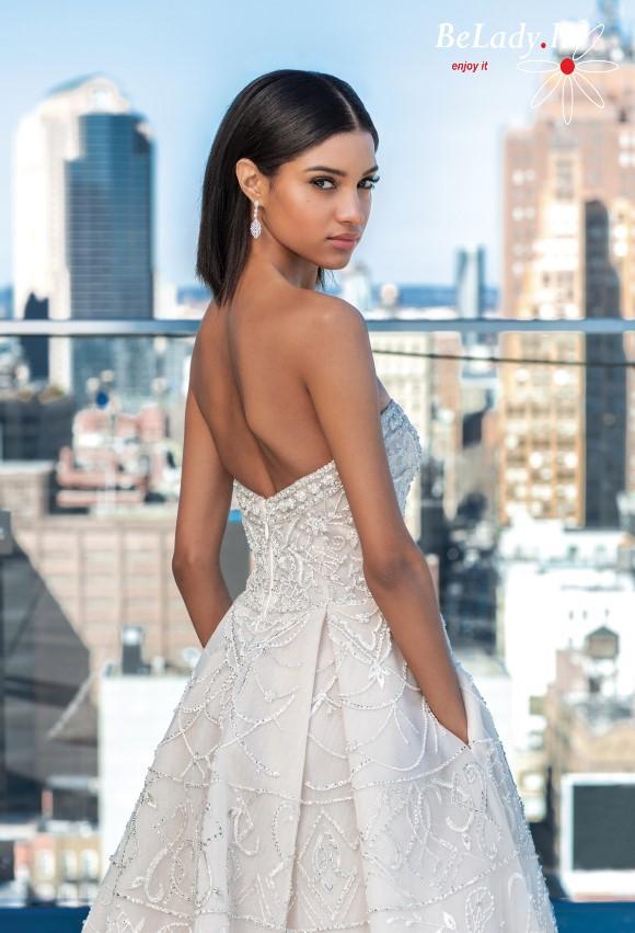 Kristalais siuvinėta vestuvinė suknelė atvirais pečiais