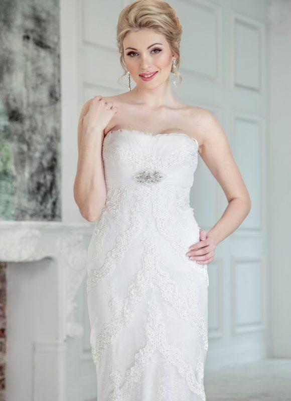 Vestuvinė suknelė su plunksnomis